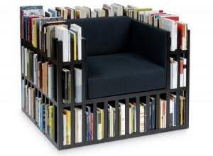 libreria strana poltrona