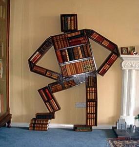 libreria strana uomo
