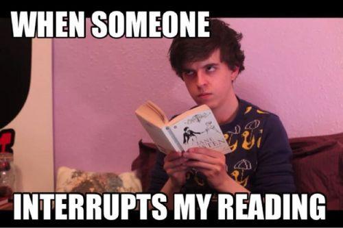 5 fatti che irritano un lettore - lettura interrotta